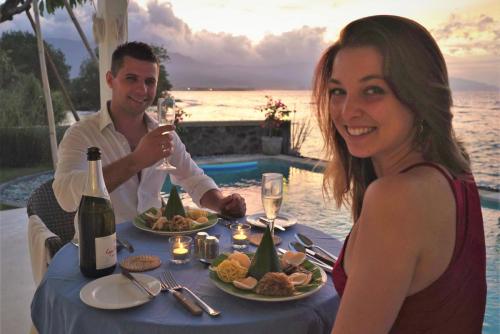 Dinner-service-at-the-Villa